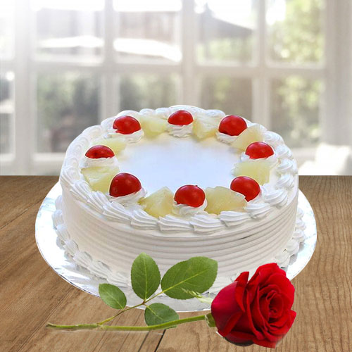 Extraordinary Vanilla Cake and a Fresh Red Rose