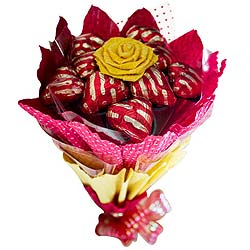 Delicious 12 Pcs Heart Shaped Chocolates Bouquet