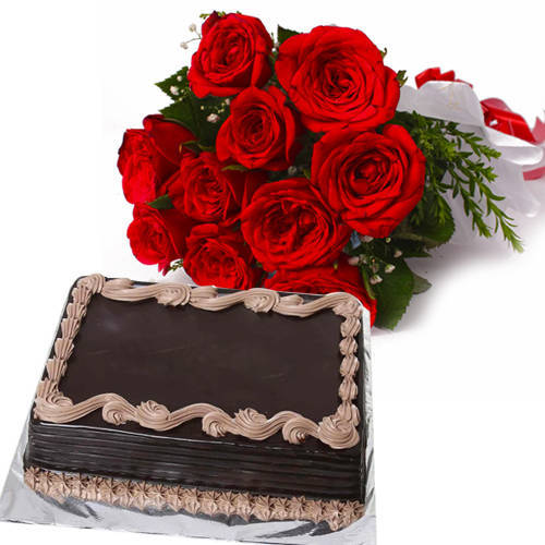 Sumptuous Chocolate Cake with Roses Bouquet