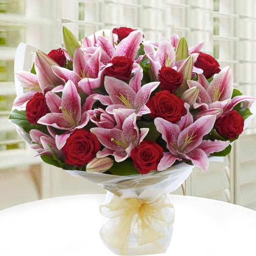 Attractive Bouquet of Lilies N Roses