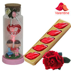 Wonder of Love Jar with a 5 pcs Lip Shaped Hand Made Chocolate & a Free Velvet Rose
